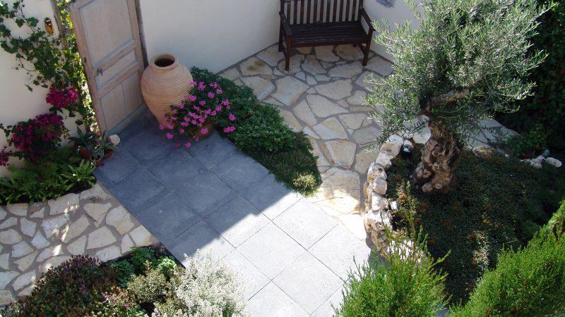 Griekse tuin in mediterrane sferen