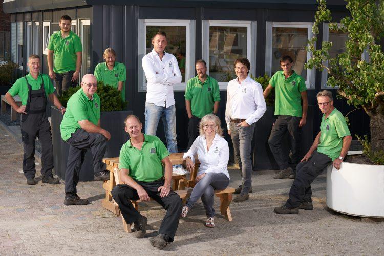 Team van tuinonderhoud specialisten. Aardoom Hoveniers.